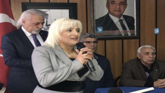 Hülya Yıldırım, DSP İzmit Adaylığı'nı Ak Güvercin Uçurarak Açıkladı