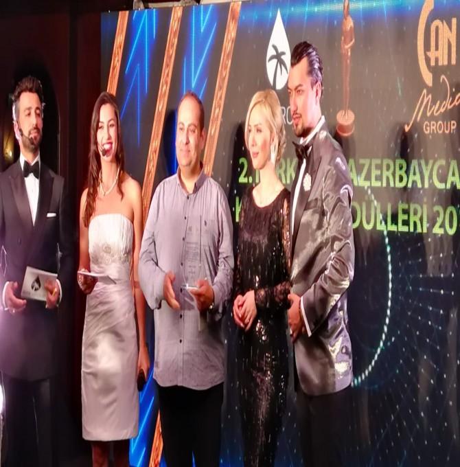 Gazeteci Veysel Kavrayan'a Kardeşlik Gecesi'nde Ödül Verildi
