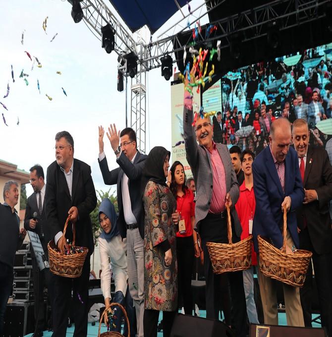 Zeytinburnu'nda Gökten Mesir Macunu Yağdı
